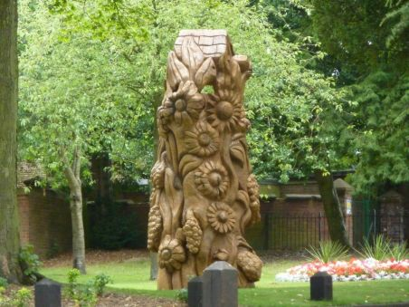 Stevens-Wollescote-Park-Stourbridge-Wooden-Sculpture-2